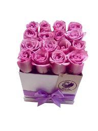 Caja cuadrada blanca 16 rosas lila