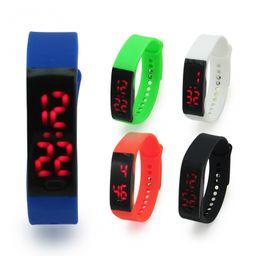 reloj led botón para encendido y ajustar la hora